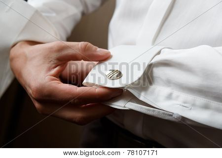 Men Wear Cufflinks
