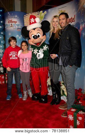 LOS ANGELES - DEC 11:  Mark-Paul Gosselaar, Catriona Gossellaar, children  at the