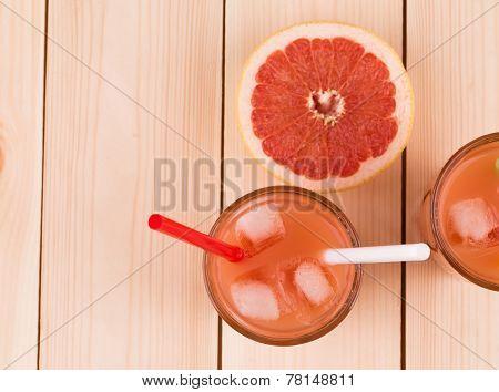 Grapefruit juice and ripe grapefruits