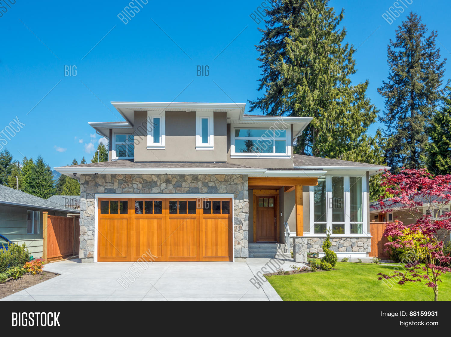 Kuva cozy house on sunny day home exterior bigstock for Home daylight