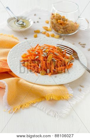 Carrot salad with raisins, sunflower seeds and honey