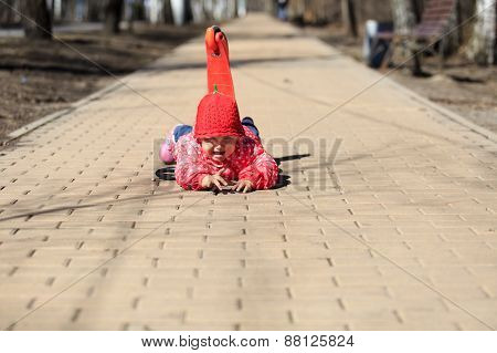 little girl fall off of scooter