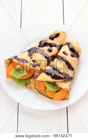 Crepes With Kiwi And Apricot Slices