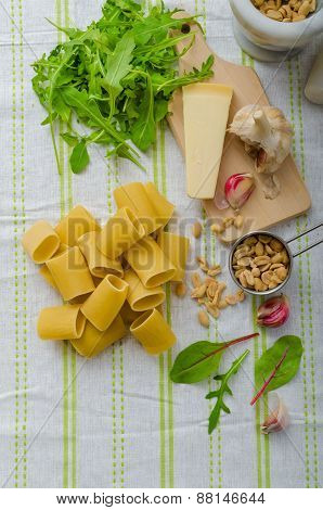 Rigatoni With Garlic And Herbs Pesto