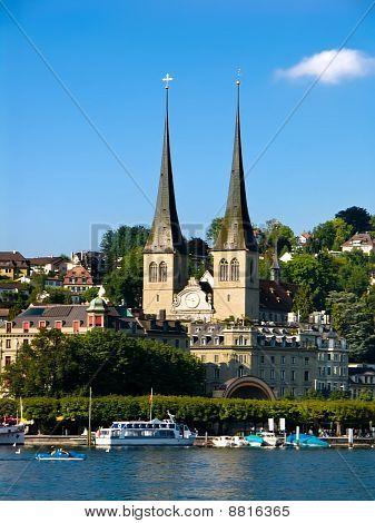 Hofkirche en Luzern (Lucerna) en Suiza