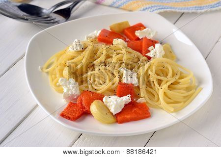 Spaghetti with roasted pumpkin and cottage cheese