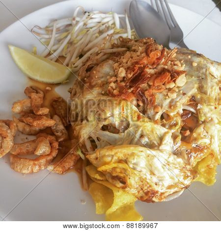 Plate Of Pad Thai Or Phat Thai In Omelette .