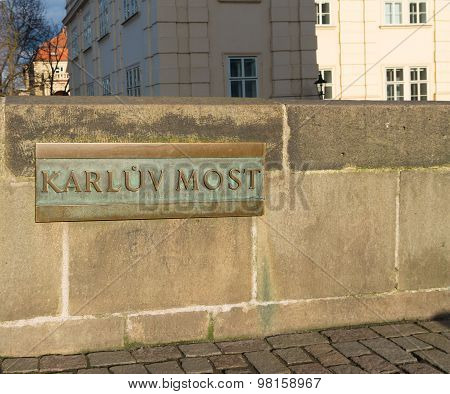 Karluv Most Shield
