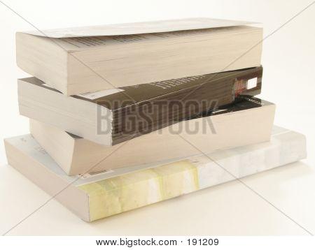 Stapel von Taschenbüchern