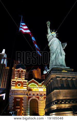 LAS VEGAS-Mai 1: Eine Replik der Statue of Liberty legt außerhalb New York New York Casino auf Ma