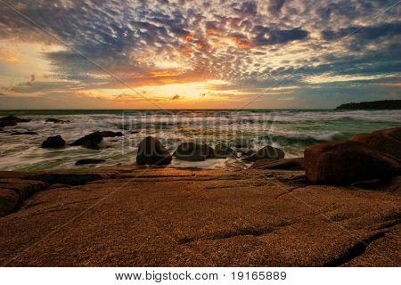 Tropical Sunset. Surin Strand. Insel Phuket. Königreich Thailand