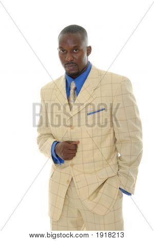 Hombre brillante traje