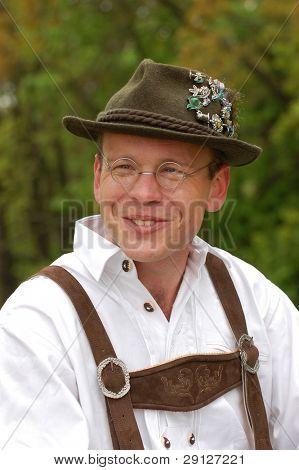 Mann in Bayerischer Tracht. WW2 wiederkehrenden