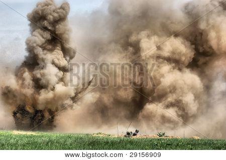 HDR.Explosión. WW2 representando. Kiev, Ucrania