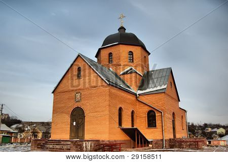 HDR.Iglesia en pueblo cerca de Kiev, Ucrania