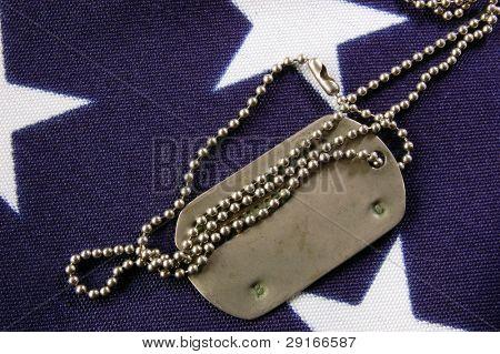 Erkennungsmarke auf amerikanische Flagge