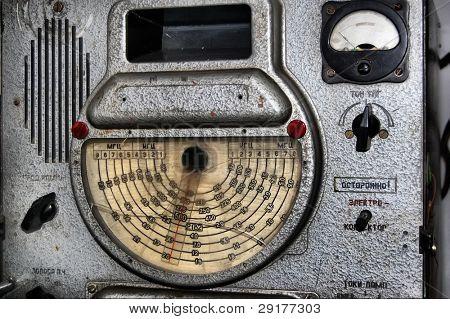 Escuela tecnológica superior. Kiev, Ucrania. Museo de tecnología.Radio militar soviético de 1960-th