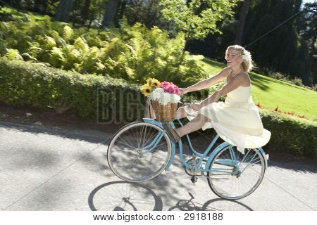 Retro Girl en bicicleta
