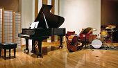 foto of double-bass  - Grand piano - JPG