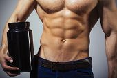 Sportsman, Muscles, Athlete Man, Triceps. Athletic Caucasian, Six Pack, Chest Muscles, Triceps. Beau poster
