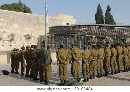 JERUSALEM, ISRAEL - FEBRUARY 13 :   Soldiers of Israel defense force arrived at the Western Wall. Br