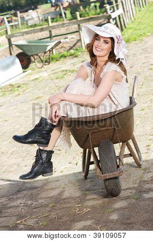 Novia en una carretilla