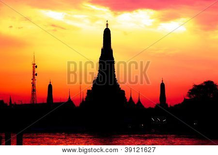 Cityscape Of Wat Arun Temple In Dusk Time Silhouette