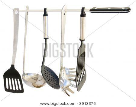 Utensilios de cocina que cuelgan de un cuchillo