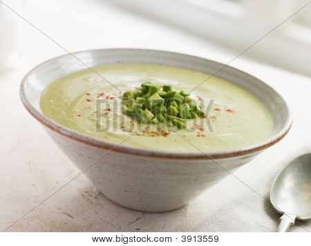 gekühlt Avocado Chilli und Kreuzkümmel Suppe