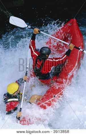 Homens, Rafting em águas rápidas