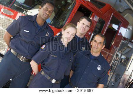Feuerwehrleute, die ständigen Engine