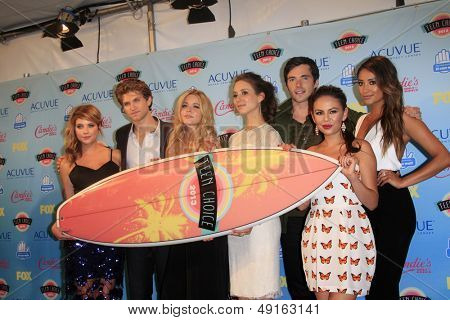 LOS ANGELES - AUG 11:  Pretty Little Liars Cast in the 2013 Teen Choice Awards Press Room at the Gibson Ampitheater Universal on August 11, 2013 in Los Angeles, CA