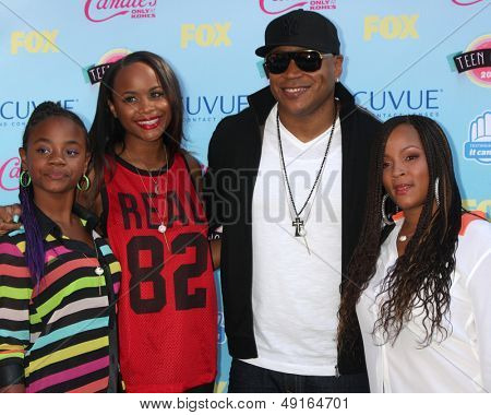 LOS ANGELES - AUG 11:  LL Cool J, family at the 2013 Teen Choice Awards at the Gibson Ampitheater Universal on August 11, 2013 in Los Angeles, CA