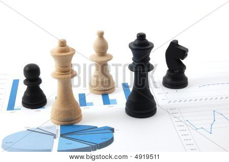 Chess Mann über Business Diagramm