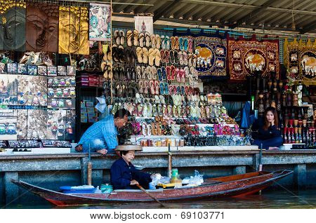 Thai Locals Sell Food And Souvenirs At Damnoen Saduak floating market