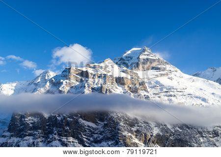 Above and under der cloud