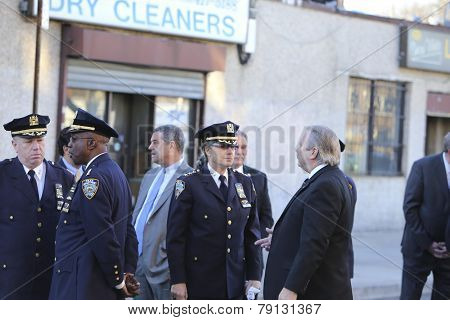 Deputy NYPD chiefs await commissioner