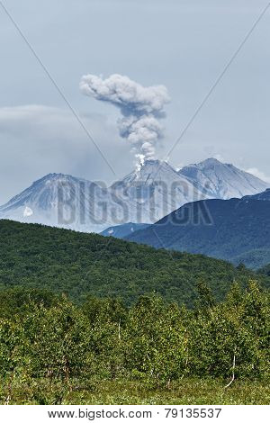 Nature Of Kamchatka: Eruption Active Zhupanovsky Volcano
