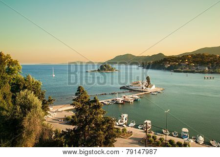 Mouse Island And The Vlacherna Monastery On The Kanoni Peninsula Of Corfu. Mäuseinsel