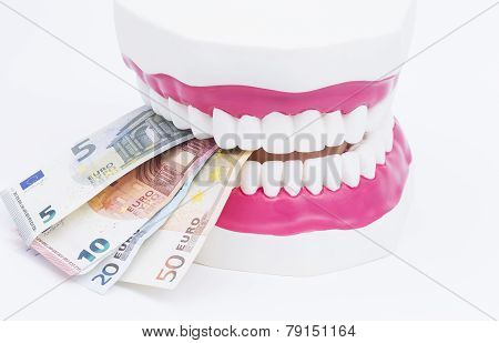 Tooth model with money