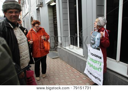 The ecologist Evgenia Chirikova on picket in support of the arrested ecologist Suren Gazaryan