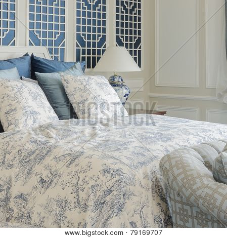 Luxury King Size Bed In Beroom With Sofa Bed
