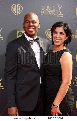 LOS ANGELES - APR 26:  Kevin Frazier, wife at the 2015 Daytime Emmy Awards at the Warner Brothers Studio Lot on April 26, 2015 in Burbank, CA