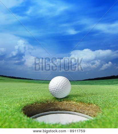 Bola de golfe no lábio