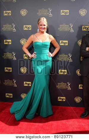 LOS ANGELES - APR 26:  Nancy O'Dell at the 2015 Daytime Emmy Awards at the Warner Brothers Studio Lot on April 26, 2015 in Burbank, CA