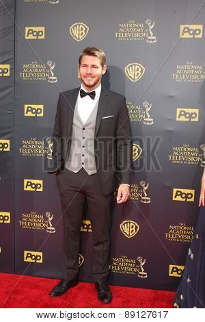 LOS ANGELES - APR 26:  Scott Clifton at the 2015 Daytime Emmy Awards at the Warner Brothers Studio Lot on April 26, 2015 in Burbank, CA