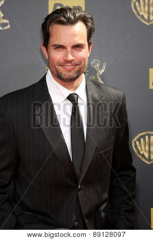 LOS ANGELES - APR 26:  Scott Elrod at the 2015 Daytime Emmy Awards at the Warner Brothers Studio Lot on April 26, 2015 in Burbank, CA
