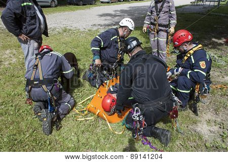 Training rescue of injured people in difficult terrain