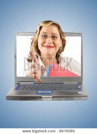 Apretón de manos de mujer ordenador
