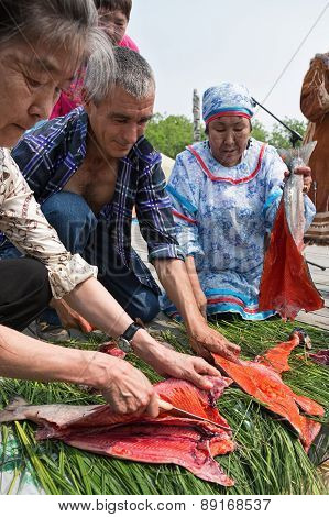 Competition for gutting salmon (red fish) on the rate. Kamchatka, Russia